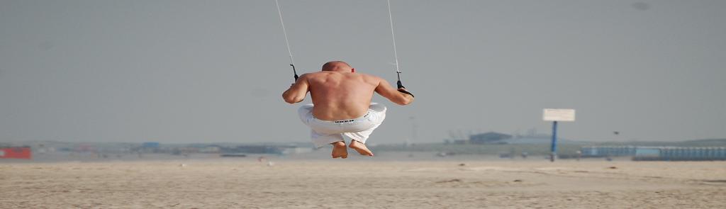 Springen powerkiten Scheveningen Flitz-events